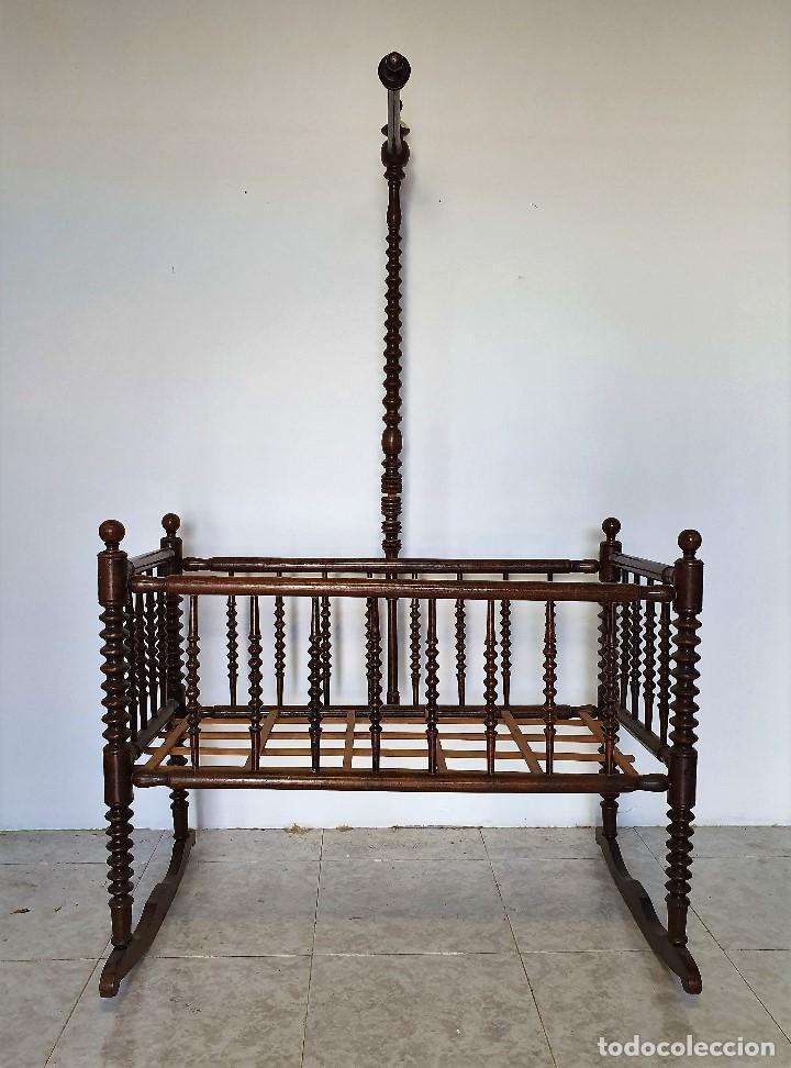 ANTIGUA CUNA BALANCIN TORNEADA (Antigüedades - Muebles Antiguos - Camas Antiguas)
