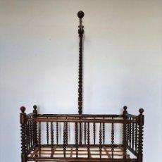 Antigüedades: ANTIGUA CUNA BALANCIN TORNEADA. Lote 188417307