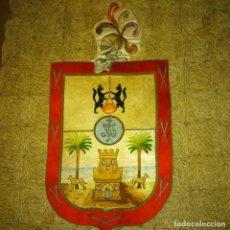 Antigüedades: ANTIGUO ESCUDO BORDADO DE LAS PALMAS DE GRAN CANARIA DEL SIGLO XIX A MANO EN HILO DE SEDA Y ORO. Lote 188441757