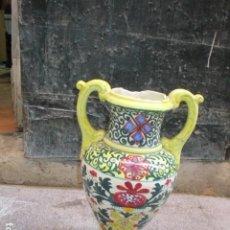Antigüedades: ANTIGUO JARRON GRANDE PROCEDE COLECCIONISTA COSAS DE TALAVERA CERAMICA SIGLO XIX 42 CMS DETERIORADO. Lote 106626227