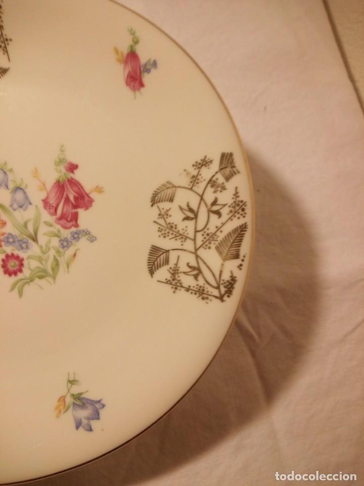 Antigüedades: Precioso plato de postre de porcelana bavaria,decorado con oro y flores. - Foto 4 - 188478771