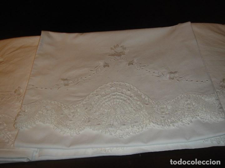 Antigüedades: lindo juego de la viuda de tolra con encaje y bordado para cama pequeña - Foto 2 - 188514181