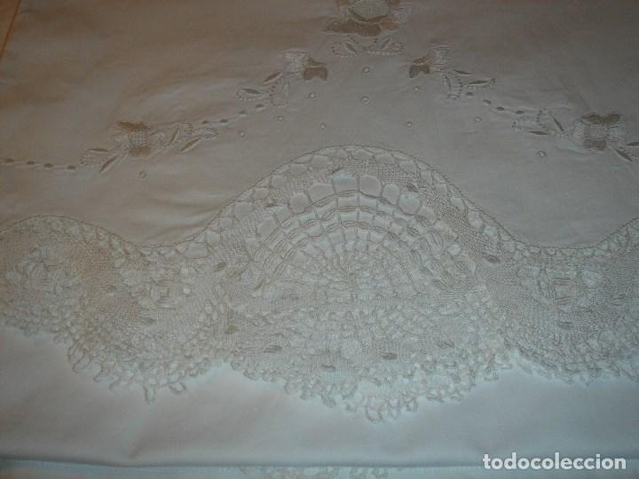 Antigüedades: lindo juego de la viuda de tolra con encaje y bordado para cama pequeña - Foto 6 - 188514181