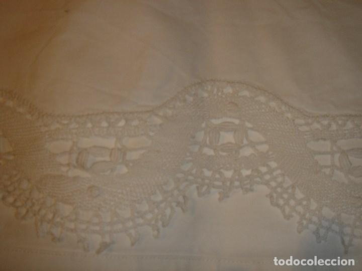 Antigüedades: lindo juego de la viuda de tolra con encaje y bordado para cama pequeña - Foto 8 - 188514181