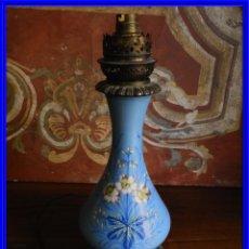 Antigüedades: QUINQUE ANTIGUO DE PORCELANA HINKS & SONS. Lote 188516010