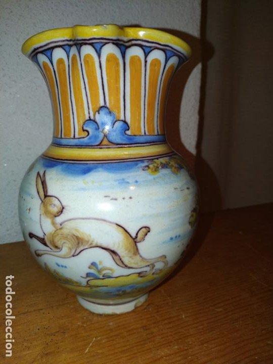 JARRA CERÁMICA TALAVERA ( TOLEDO) CON LIEBRE RUIZ DE LUNA (Antigüedades - Porcelanas y Cerámicas - Talavera)
