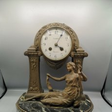 Antigüedades: RELOJ DE SOBREMESA FRANCES SONRE BASE DE ONIX.. Lote 188582493