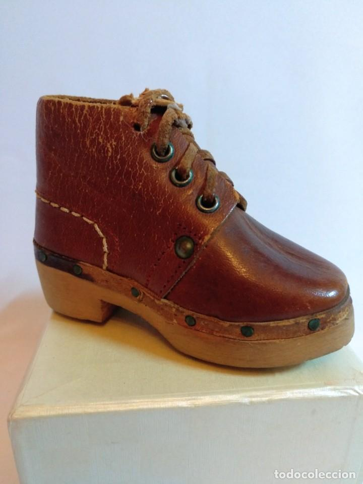 Antigüedades: 4 Pares de zapatos de cuero artesanales miniatura. - Foto 2 - 188600938