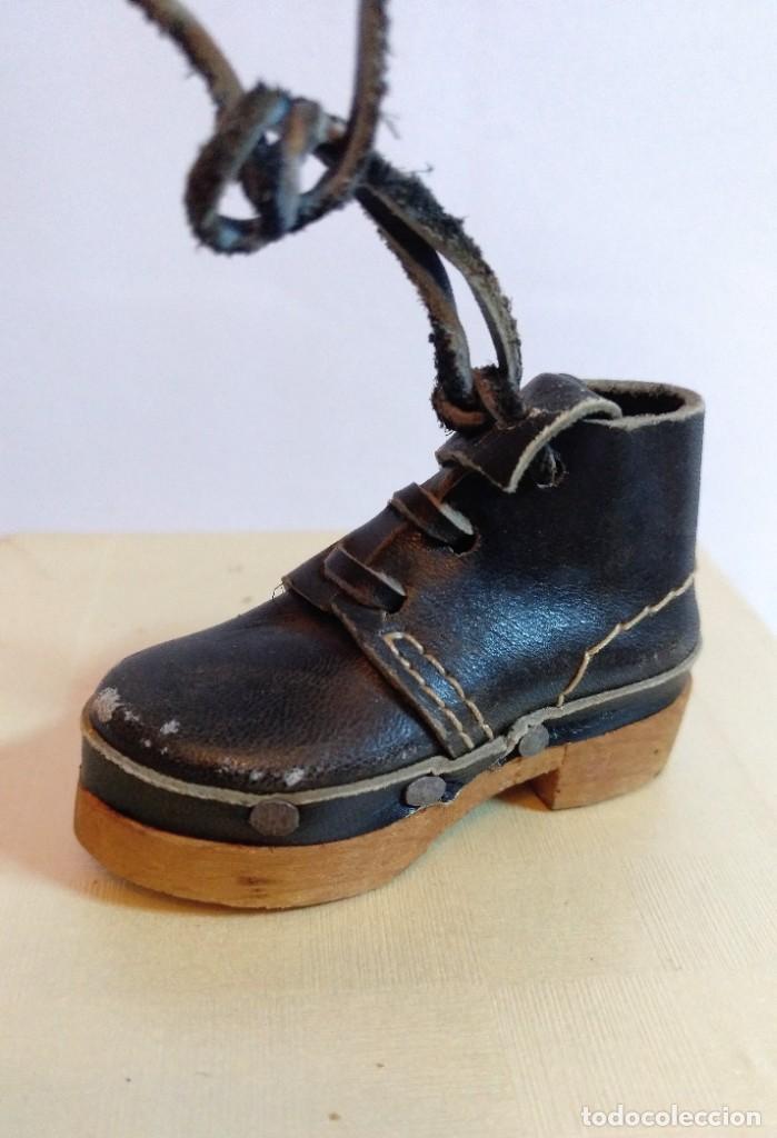 Antigüedades: 4 Pares de zapatos de cuero artesanales miniatura. - Foto 3 - 188600938