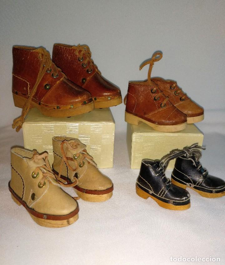 Antigüedades: 4 Pares de zapatos de cuero artesanales miniatura. - Foto 4 - 188600938