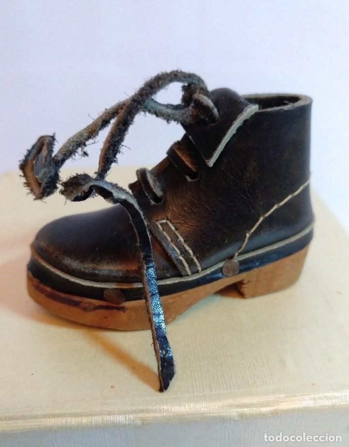 Antigüedades: 4 Pares de zapatos de cuero artesanales miniatura. - Foto 10 - 188600938