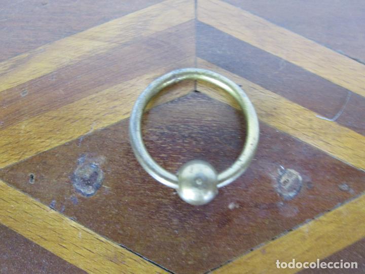 Antigüedades: Curiosa Caja de Sobremesa, Joyero - Decoración con Diferentes Madera Nobles - S. XIX - Foto 4 - 188621110