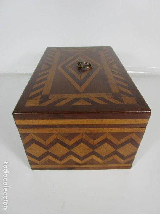 Antigüedades: Curiosa Caja de Sobremesa, Joyero - Decoración con Diferentes Madera Nobles - S. XIX - Foto 6 - 188621110