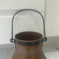 Antigüedades: OLLA DE COBRE CON ASA DE HIERRO. Lote 188625837