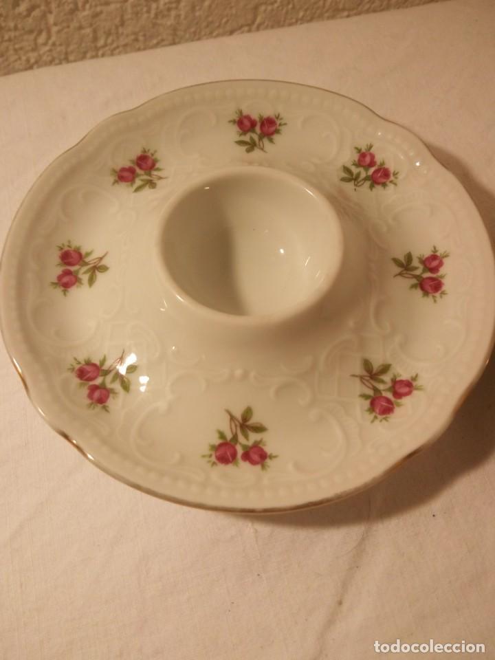 Antigüedades: Bonitas hueveras de porcelana fina decoradas con flores y relieve estilo ingles. - Foto 2 - 188681242