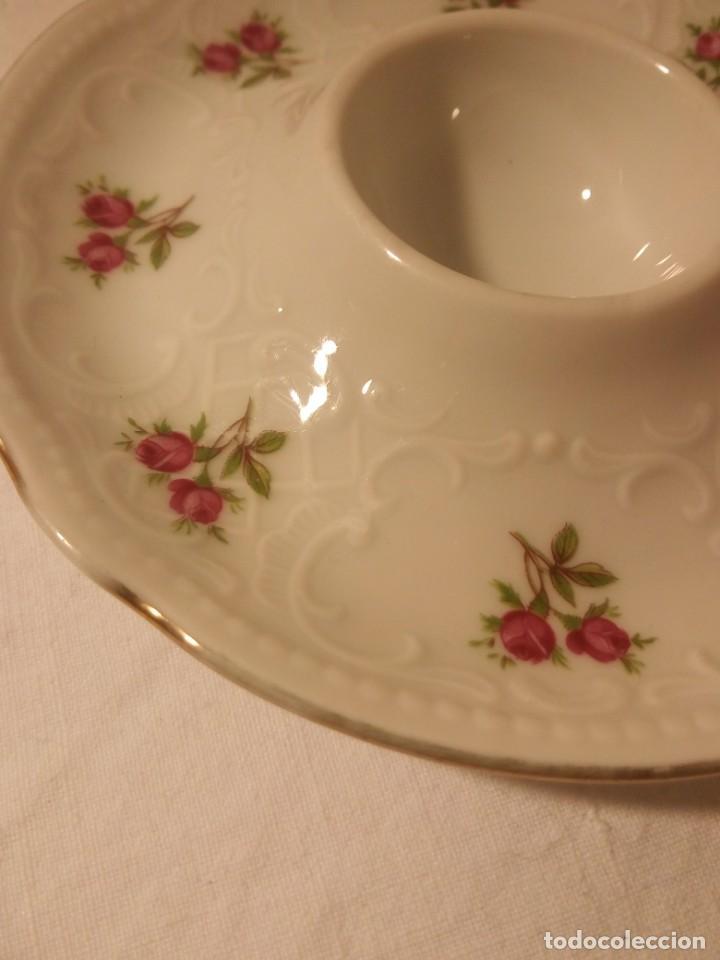 Antigüedades: Bonitas hueveras de porcelana fina decoradas con flores y relieve estilo ingles. - Foto 3 - 188681242