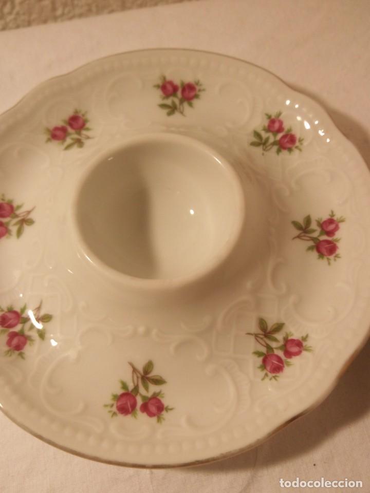 Antigüedades: Bonitas hueveras de porcelana fina decoradas con flores y relieve estilo ingles. - Foto 4 - 188681242