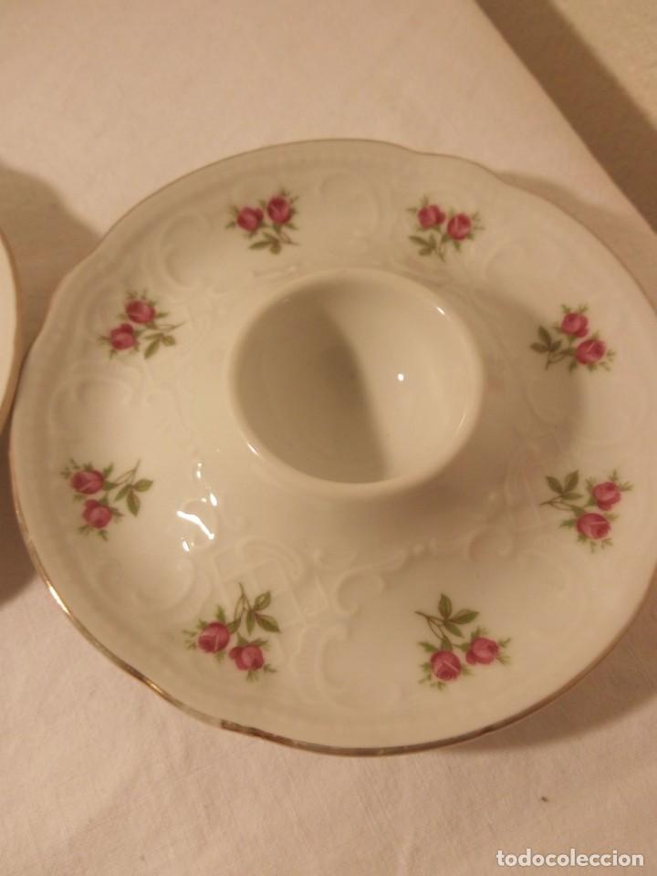 Antigüedades: Bonitas hueveras de porcelana fina decoradas con flores y relieve estilo ingles. - Foto 5 - 188681242
