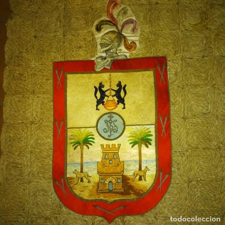 Antigüedades: Antiguo escudo bordado a mano en hilo de seda y oro, siglo xix - Foto 6 - 188441757