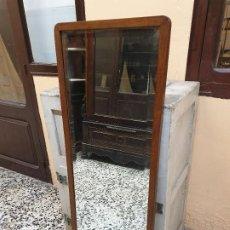 Antigüedades: GRAN ESPEJO BISELADO CON MARCO DE ROBLE.. Lote 188707863