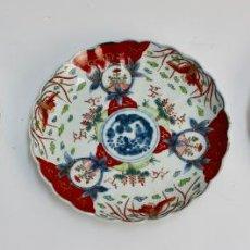 Antigüedades: CONJUNTO DE 3 PLATOS PORCELANA JAPONESA IMARI. . Lote 188718241