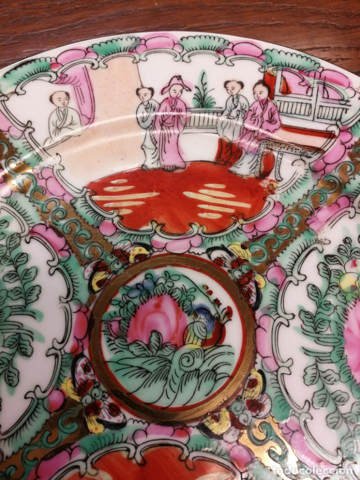 Antigüedades: ANTIGUO PLATO DE PORCELANA CHINA FAMILIA ROSA IMPORTADO SIGLO XIX PINTADO A MANO APLICACIONES DE ORO - Foto 2 - 188735961