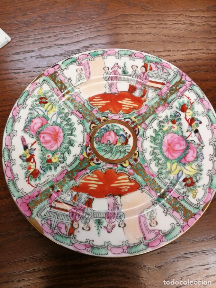 ANTIGUO PLATO DE PORCELANA CHINA FAMILIA ROSA IMPORTADO SIGLO XIX PINTADO A MANO APLICACIONES DE ORO (Antigüedades - Porcelanas y Cerámicas - China)
