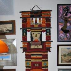 Antigüedades: EXCELENTE TAPIZ AZTECA - TEJIDO A MANO - LANA, CUERO, ÉBANO, CRISTAL Y LATÓN - MÉXICO - AÑOS 50. Lote 188739552