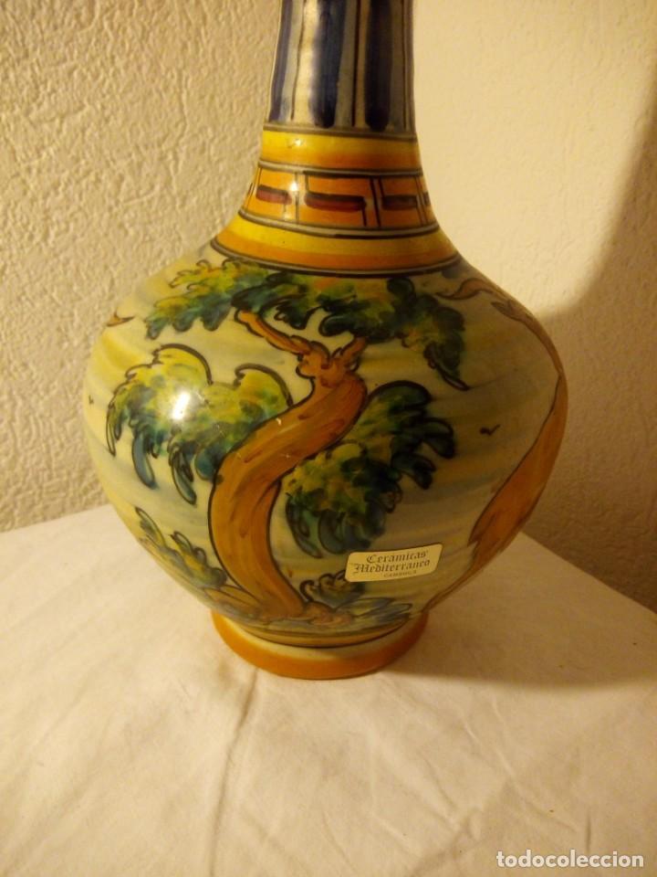 Antigüedades: antiguo jarrón con asa talavera s.t moneda,escenas de aves y ciervo - Foto 6 - 188742317