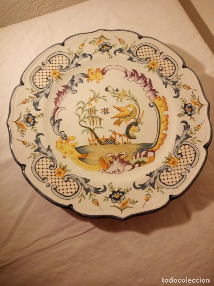 Antigüedades: Plato de cerámica alcora ma, c-011-35-7-82. motivo flores y ave. 35 cm - Foto 2 - 188745026