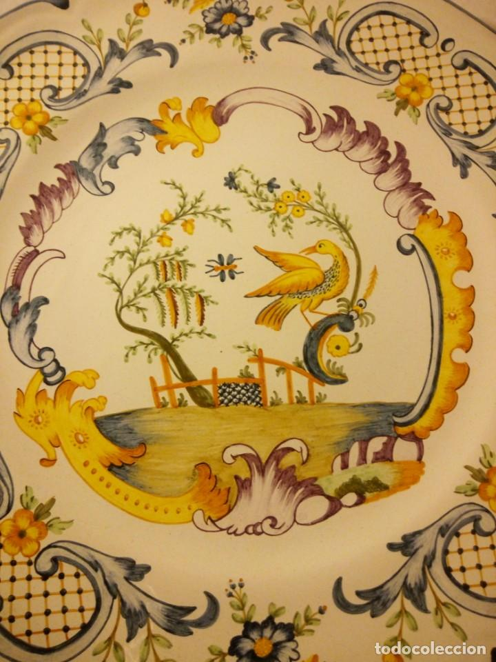 Antigüedades: Plato de cerámica alcora ma, c-011-35-7-82. motivo flores y ave. 35 cm - Foto 3 - 188745026