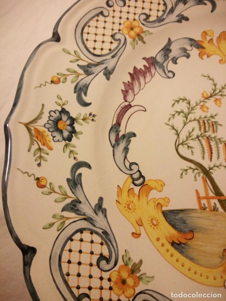 Antigüedades: Plato de cerámica alcora ma, c-011-35-7-82. motivo flores y ave. 35 cm - Foto 4 - 188745026