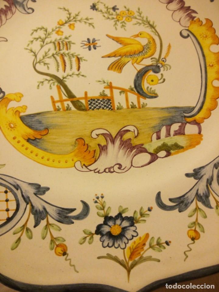 Antigüedades: Plato de cerámica alcora ma, c-011-35-7-82. motivo flores y ave. 35 cm - Foto 5 - 188745026