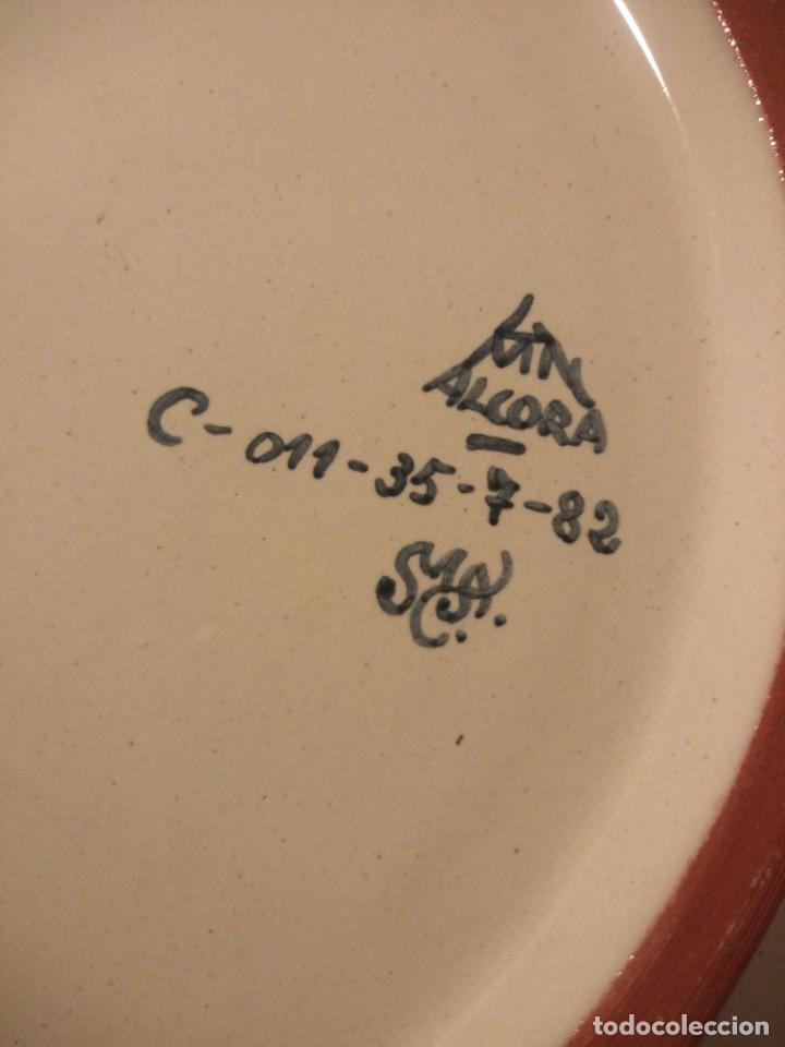 Antigüedades: Plato de cerámica alcora ma, c-011-35-7-82. motivo flores y ave. 35 cm - Foto 7 - 188745026