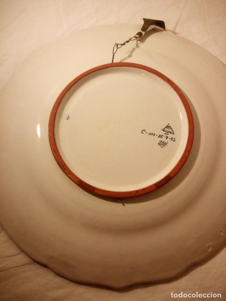 Antigüedades: Plato de cerámica alcora ma, c-011-35-7-82. motivo flores y ave. 35 cm - Foto 8 - 188745026