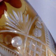 Antigüedades: JARRÓN. CRISTAL BACCARAT TALLADO Y GRABADO AL ÁCIDO. TONALIDAD ÁMBAR Y TRANSPARENTE. 1ER TERCIO XX. Lote 188746420