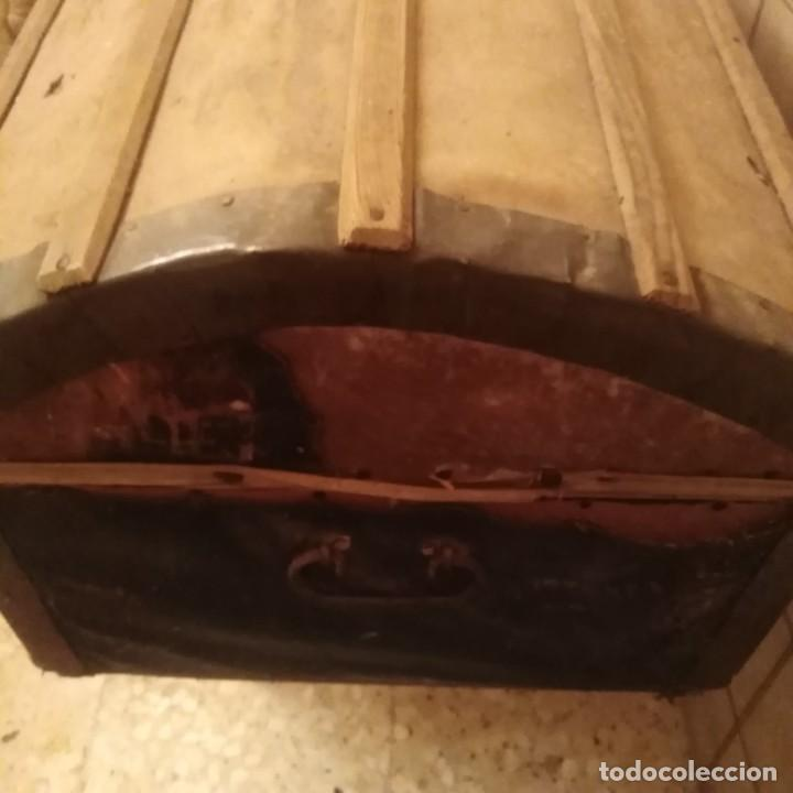 Antigüedades: Arcón español de madera y piel del siglo xviii - Foto 4 - 188772792