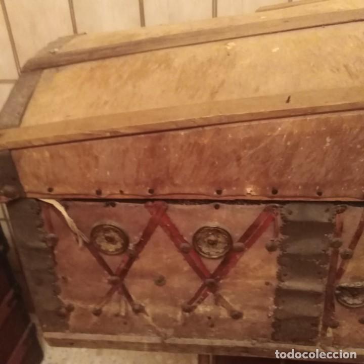 Antigüedades: Arcón español de madera y piel del siglo xviii - Foto 5 - 188772792