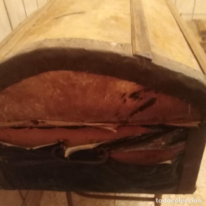 Antigüedades: Arcón español de madera y piel del siglo xviii - Foto 9 - 188772792