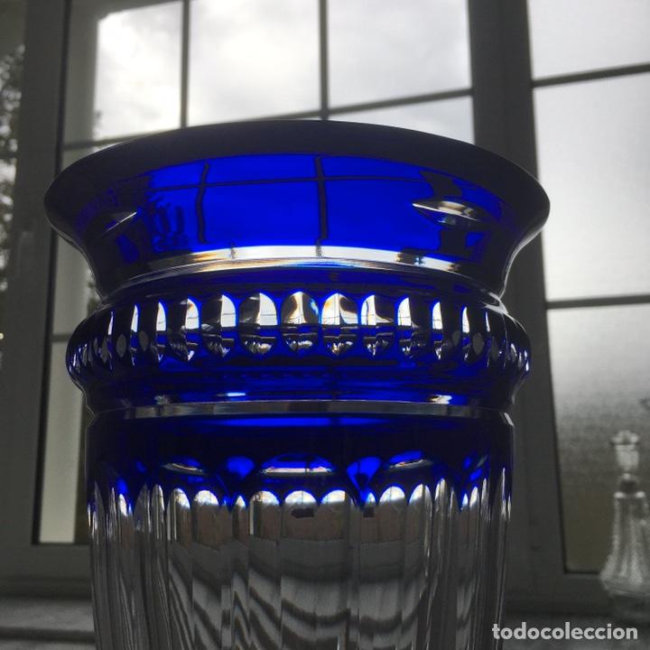 Antigüedades: Jarrón de cristal azul y plata de ley - Foto 12 - 188793261