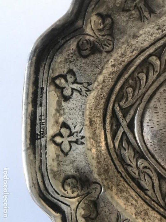 Antigüedades: ANTIGUA BANDEJA O CENTRO VACIA BOLSILLOS DE LA CASA VALENTI. - Foto 3 - 189081360