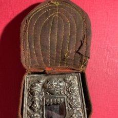 Antigüedades: ANTIGUO ALTAR DE VIAJE INDÚ. LLEVA SU FUNDA ORIGINAL. PRINCIPIOS DE SIGLO XX. Lote 189089591