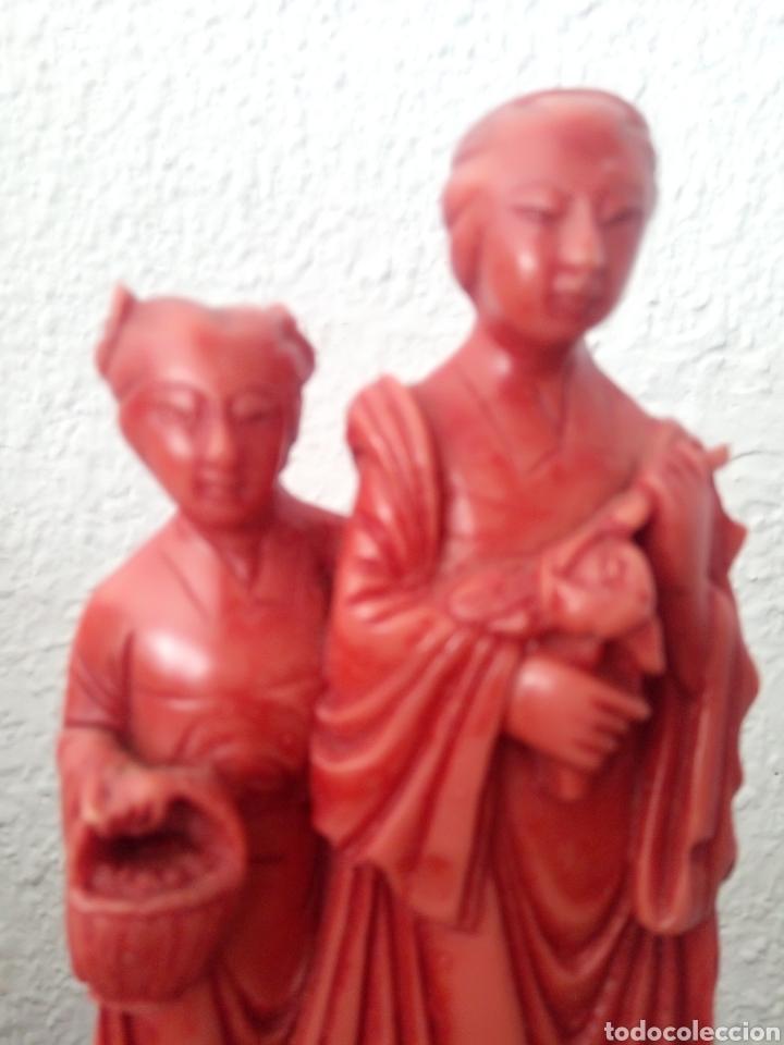 Antigüedades: Figura china de resina con peana - Foto 3 - 189095610