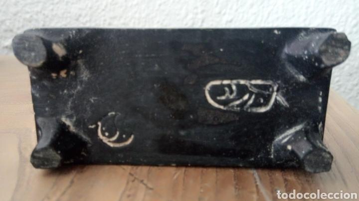 Antigüedades: Figura china de resina con peana - Foto 4 - 189095610