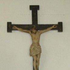 Antigüedades: BONITO CRISTO DE MADERA CON CRUZ - SG XVIII-XIX - 1,03 CM.. Lote 189109860