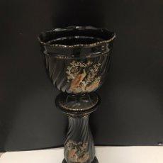 Antigüedades: MACETERO CON PEANA DE GRAN TAMAÑO EN PORCELANA. Lote 189124675