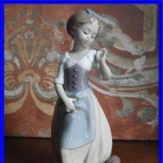 Antigüedades: FIGURA DE PORCELANA DE LLADRO NIÑA CON CANTARO. Lote 189129961