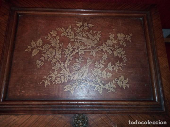 Antigüedades: Antiguo baúl cofre de despacho de madera de roble de raíz con incrustaciones y adornos de bronce. - Foto 10 - 189143608