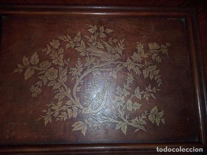 Antigüedades: Antiguo baúl cofre de despacho de madera de roble de raíz con incrustaciones y adornos de bronce. - Foto 11 - 189143608