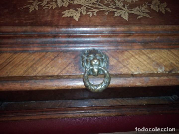 Antigüedades: Antiguo baúl cofre de despacho de madera de roble de raíz con incrustaciones y adornos de bronce. - Foto 12 - 189143608